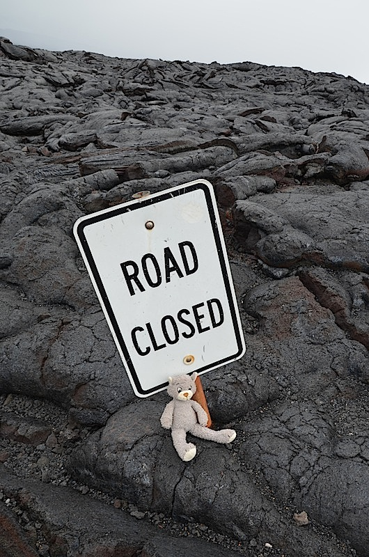 Road closed Schild auf der chains of craters road