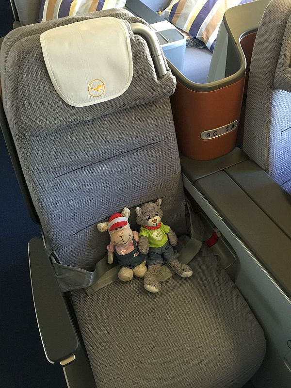 Mo und Mona in der Lufthansa Business Class
